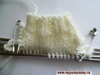 вязание верхней части свитера белой пряжей
