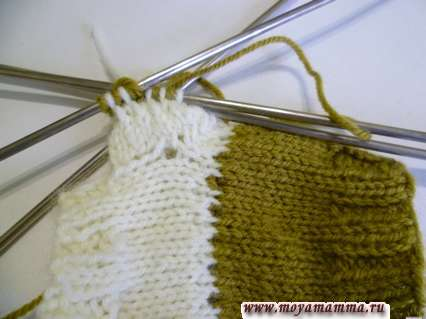 вязание ленивого узора на рукаве