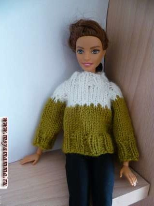 Двухцветный свитер для куклы