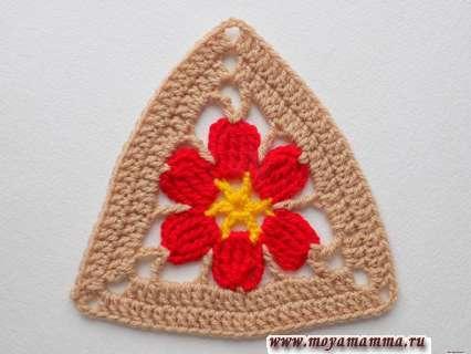 цветочек в треугольнике