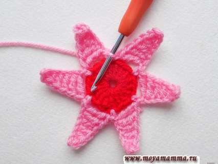 Шестиугольный цветок крючком. 6 розовых лепестков.