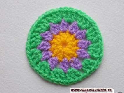 круг зеленой пряжей