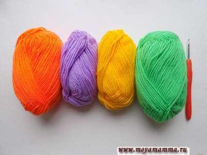 пряжа оранжевого, сиреневого, желтого и зеленого цвета