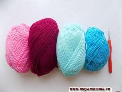 пряжа розового, бордового, светло-голубого и ярко-голубого