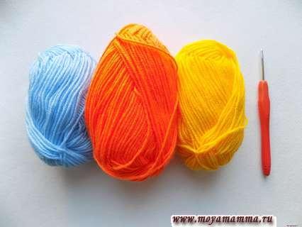 пряжа желтого, голубого и оранжевого цвета