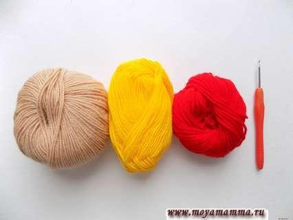 пряжа бежевого, красного и желтого цвета