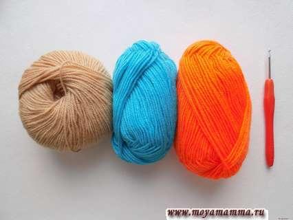 пряжа бежевого, оранжевого и голубого цвета