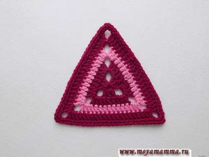 Как связать крючком треугольный мотив