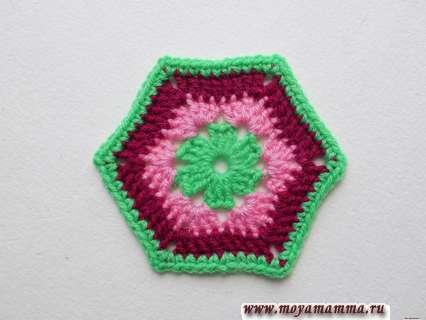 Как связать крючком шестиугольник из пряжи  трех цветов