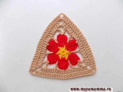 цветок в треугольнике крючком