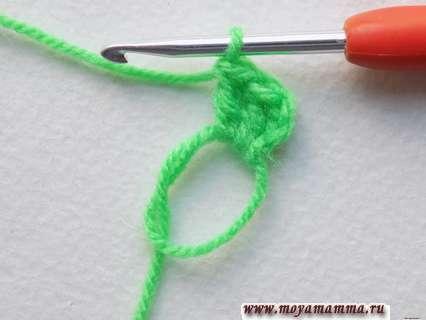 провязываем пару столбиков с накидом