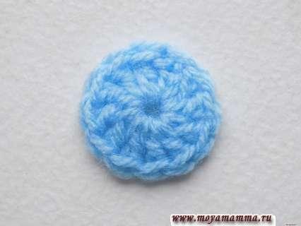 Голубую нить отрезаем и закрепляем