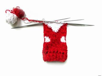вязание белых перчаток и бороды