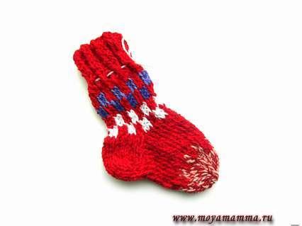 Вязаный деский носок с узором