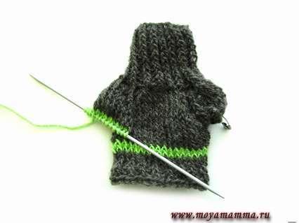 Вяжем зеленой нитью 2 ряда