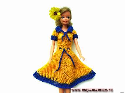 яркое платье для барби спицами