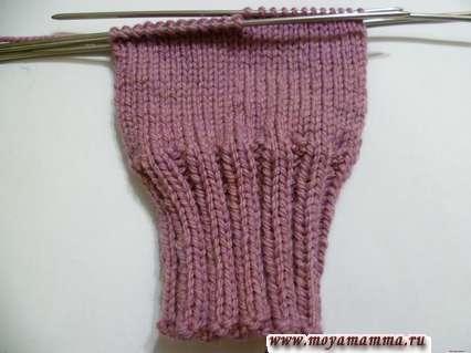 Вязание левой рукавички на пяти спицах