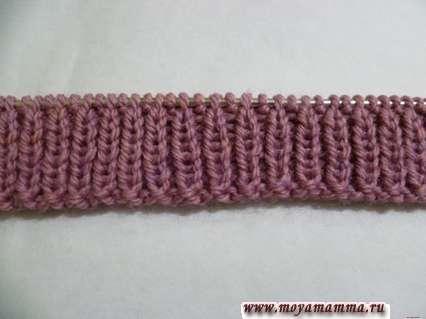 Набрать на спицы 3,5 мм 100 петель и связать 8 рядов резинкой 1х1