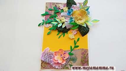 В нижней части открытки также сделайте небольшую композицию