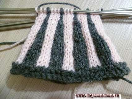 Вязание юбки для куклы из пряжи двух цветов