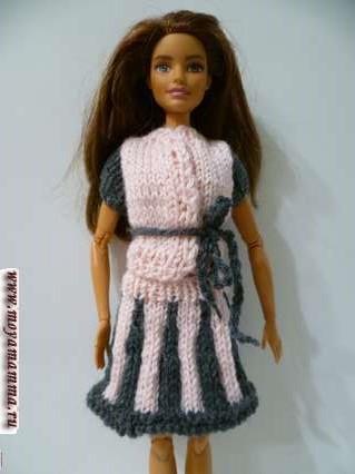 Вязаная двухцветная кофточка для куклы спицами