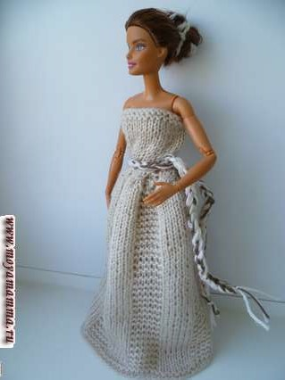 вязаное бальное платье для барби светло-бежевого цвета с поясом