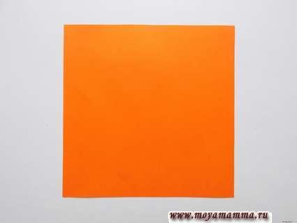квадратный лист оранжевой бумаги