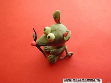 готовая фигурка мышки из пластилина