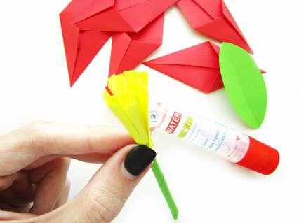 Как сделать объемный цветок из цветной бумаги