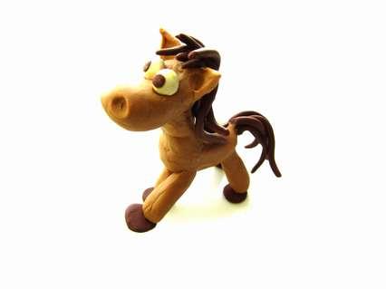 лошадка из пластилина для детей