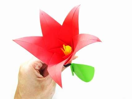 Как сделать объемный цветок из цветной бумаги. Поделка для детей
