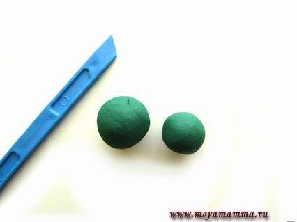 темно-зеленый пластилин