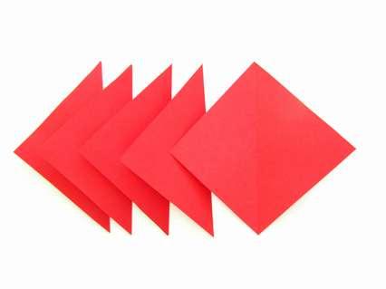 Сгибаем по диагонали каждый квадрат и раскрываем