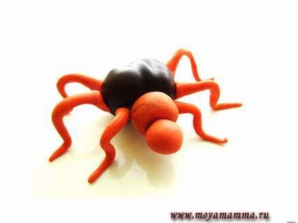 лепка паука из пластилина и каштана