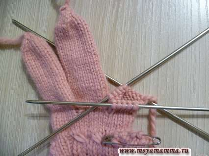 Начало вязания безымянного пальца