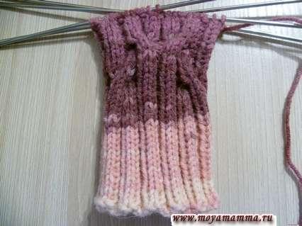 вязание рельефного узора на носках