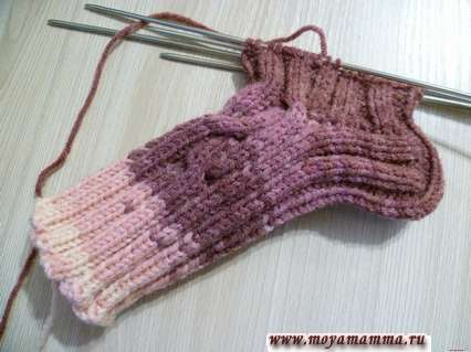 Носки на пяти спицах. Продолжение вязания носка на 5 спицах по кругу