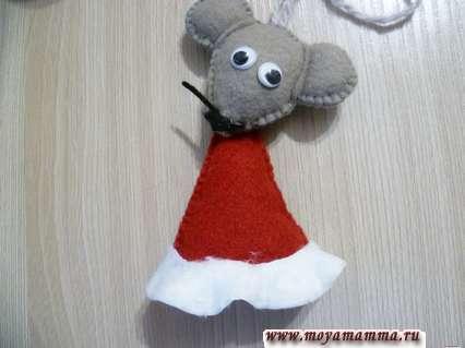 мышка из фетра на елку - оформление пальто мышки