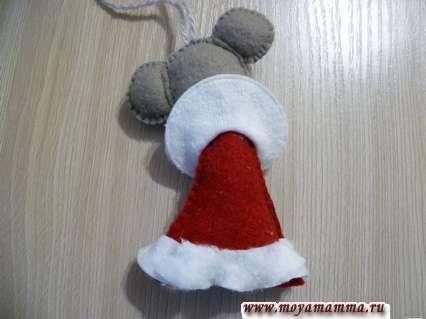 мышка из фетра на елку - прикрепление воротника сзади к голове