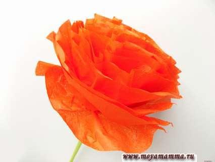 Как сделать цветок из бумажной салфетки. Расправление слоев салфетки