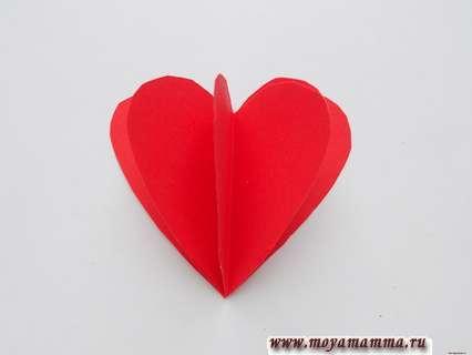Склевание деталей сердечка. Мишка с сердечком из бумаги