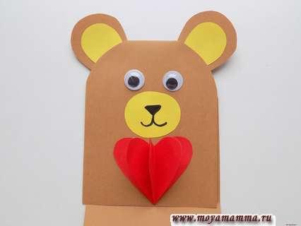 Приклеивание сердечка. Мишка с сердечком из бумаги.
