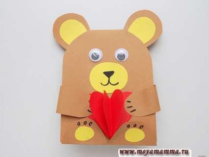 Мишка с объемным сердечком из бумаги