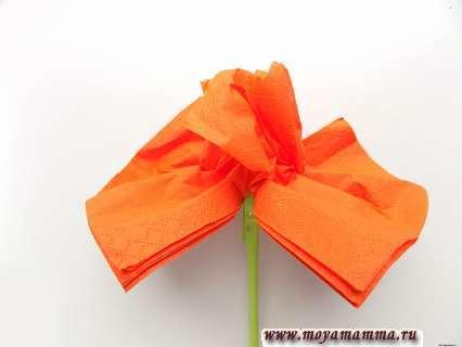 Как сделать цветок из бумажной салфетки. Формирование цветка