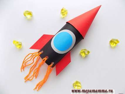 Как сделать ракету из картонной втулки и бумаги