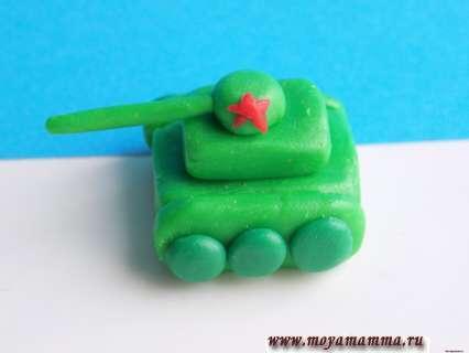 слепить танк из пластилина