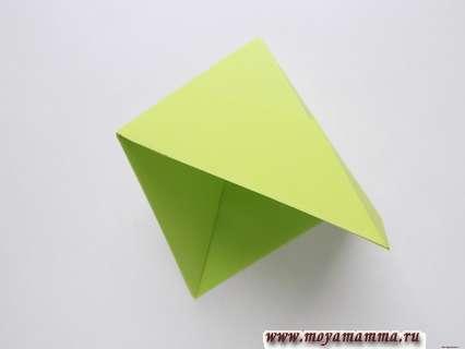 Как сделать пилотку оригами. Распрвление треугольника