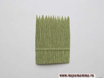 Заготовка из зеленой гофрированной бумаги