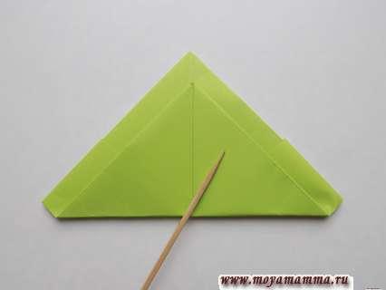 Как сделать пилотку оригами. Сгиб с другой стороны квадрата