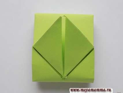 Танк из бумаги с пошаговой инструкцией. Загибание уголков верхнего треугольника